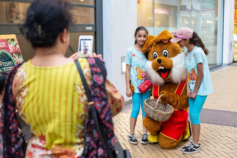 Entertainment voor Pasen in Winkelcentrum