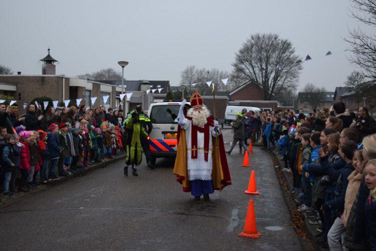 Sinterklaas op school huren