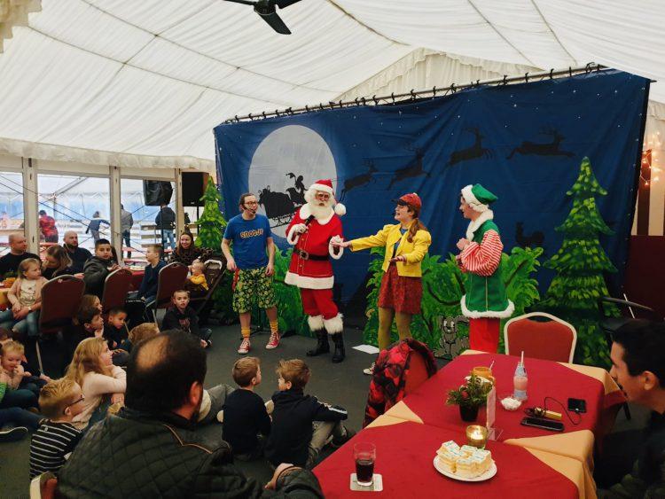 Kerstman met kindershow