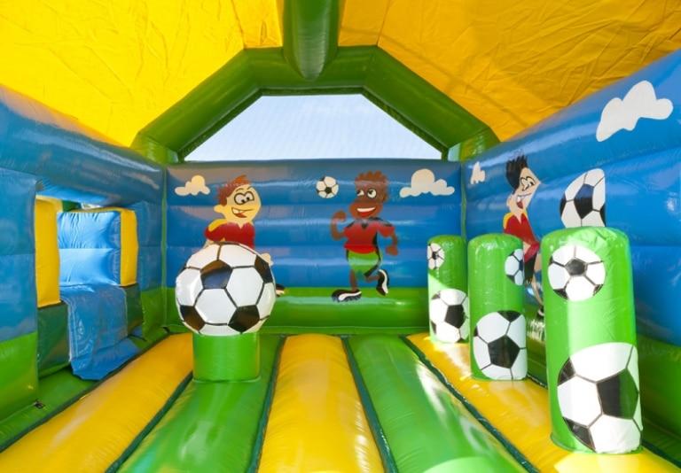 voetbal springkussen huren