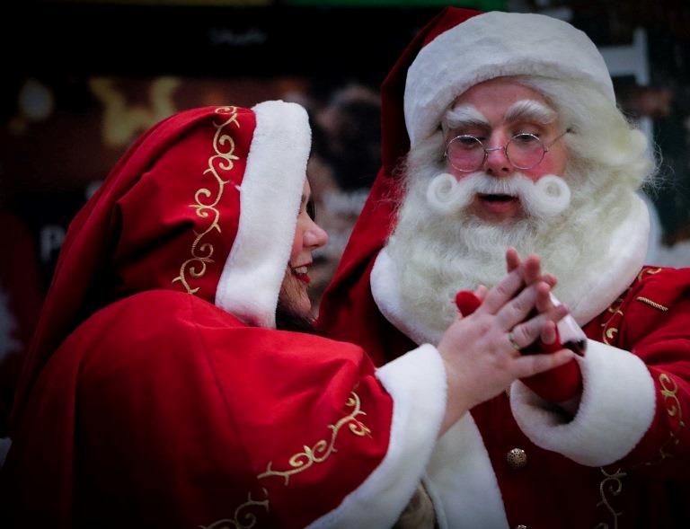 zingende Kerstman huren